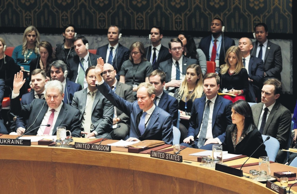Nikki Haley (Front-R), the U.S. ambassador to the United Nations, was the only one to veto the U.N. Security Council resolution about Presiden Trumph's Jerusalem desicion, New York, Dec.18.