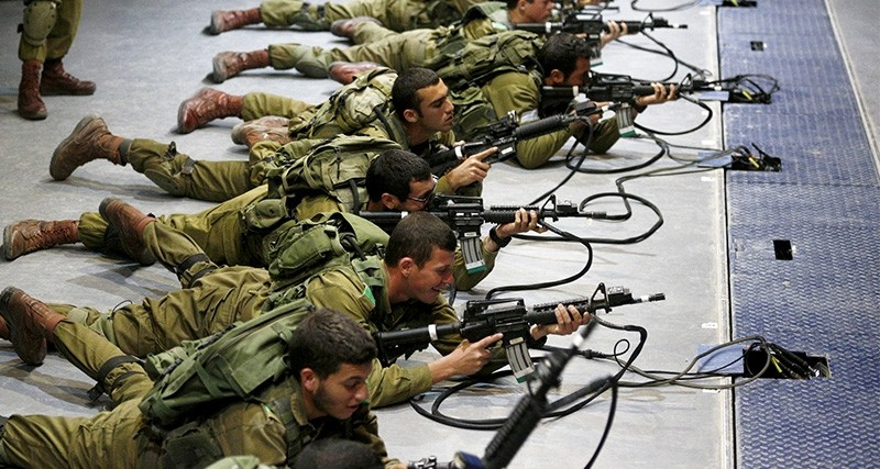 Israeli soldiers respond with laser-firing rifles to a simulated Palestinian crowd on an interactive screen. (Reuters Photo)
