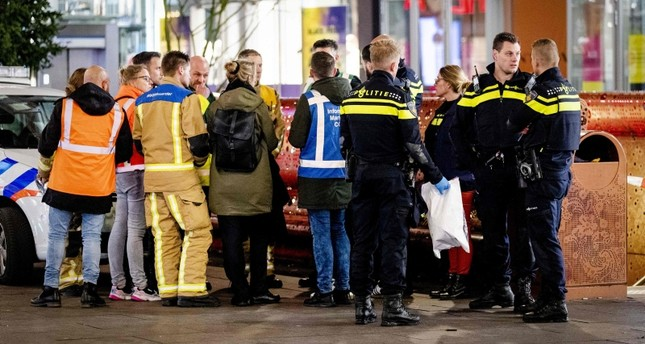 Police arrive at the Grote Marktstraat, one of the main shopping streets in the centre of the Dutch city of The Hague, after several people were wounded in a stabbing incident on November 29, 2019. (AFP Photo)