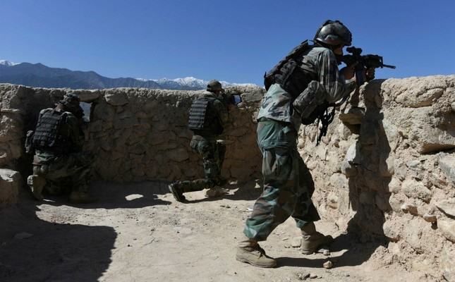 Afghan security officials take position during an operation near the site where USAF dropped a GBU-43 Massive Ordnance Air Blast on a Daesh militant cave complex in the Asad Khel area of Achin district, Nangarhar, Afghanistan, April 14. (AFP Photo)