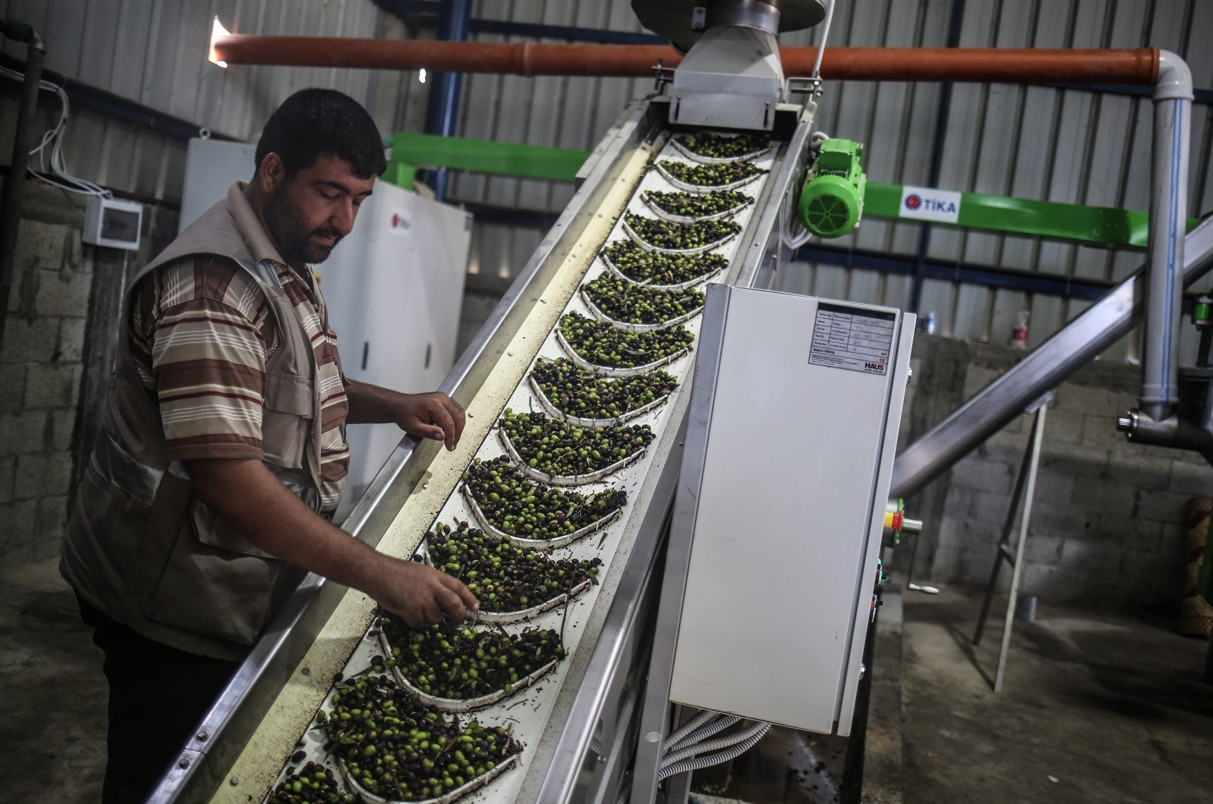From an olive oil processing plant to food aid, Tu0130KA helps Palestinians sustain their daily lives under Israeli oppression.