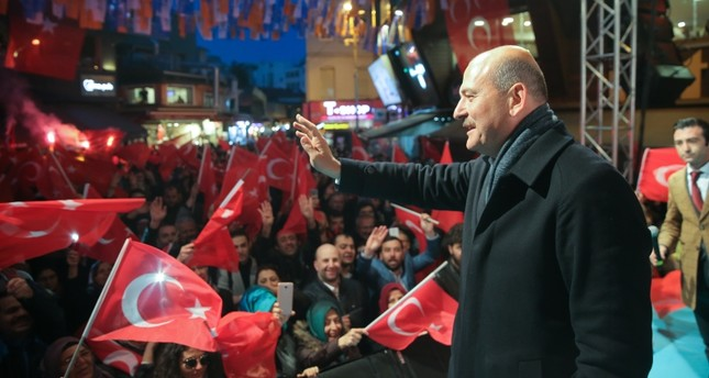 Interior Minister Süleyman Soylu waves at a crowd during an election in rally in Beşiktaş, Istanbul, March 29, 2018. (AA Photo)