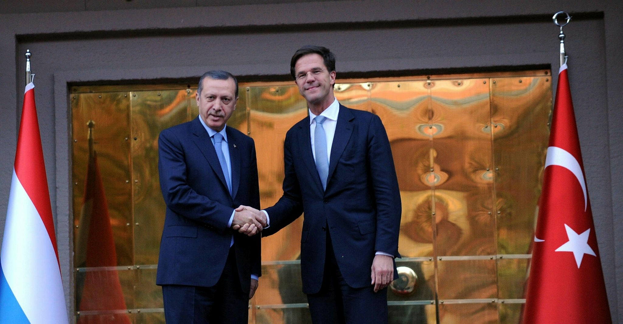 Then-Prime Minister Recep Tayyip Erdou011fan and Dutch PM Mark Rutte shake hands (AA Photo)