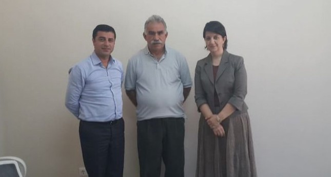 PKK-Chef Abdullah Öcalan (m), HDP-Vorsitzender Selahattin Demirtaş (l) und Vize-Vorsitzende Pervin Buldan (r). (Sabah Archiv Foto)