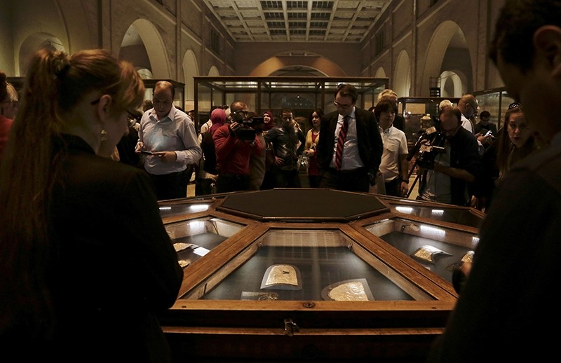 Ancient Egyptian artifacts displayed in glass cases during the opening of the exhibition entitled Tutankhamun's Unseen Treasures marking the 115th anniversary of the Egyptian museum in Cairo, Egypt, Wednesday, Nov. 15, 2017 (AP Photo)
