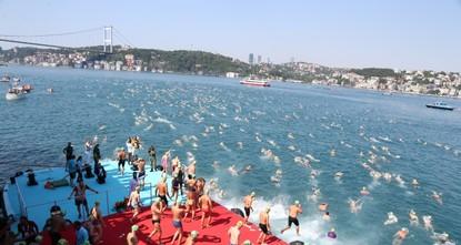 2.400 سباح يستعدون لخوض غمار عبور مضيق البوسفور سباحةً