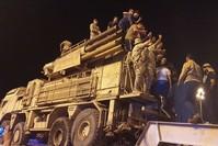عناصر من قوات الحكومة الليبية يحتفلون بمصادرة منظومة الدفاع الجوي السورية بانتسير عقب السيطرة على قاعدة الوطية وكالة الأنباء الفرنسية