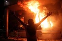 Bei wütenden Protesten gegen die Ermöglichung einer Wiederwahl des Präsidenten in Paraguay haben Demonstranten den Kongress in Asunción gestürmt und Feuer gelegt. Hunderte Regierungsgegner...