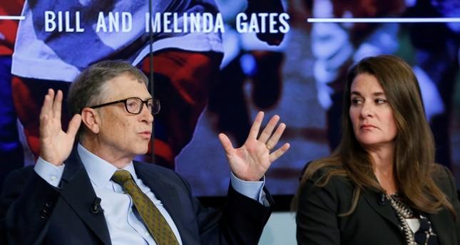بيل غيتس وزوجته ميليندا سنة 2015 رويترز