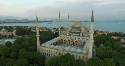 """pSultanahmet oder auch die """"Blaue Moschee genannt, ist wohl eines der berühmtesten Wahrzeichen von Istanbul. Nun ist ein großflächiges Restaurierungsprojekt geplant – es ist das größte..."""