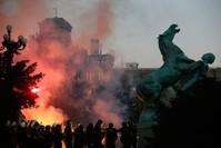 مشهد من المظاهرات المندلعة في صربيا منذ أيام AP