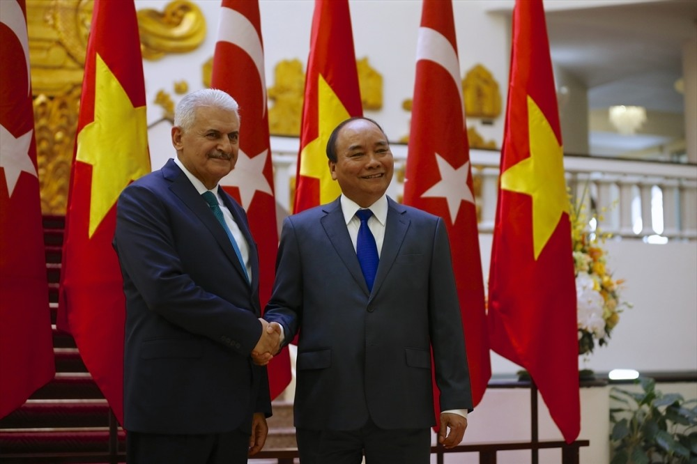 PM Yu0131ldu0131ru0131m (L) and Vietnamese PM Phuc (R) secured the agreement on a number of issues including defense, trade, transportation, maritime safety and education.