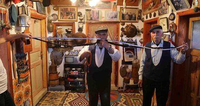 تعرف على التركي صاحب أطول شارب في العالم