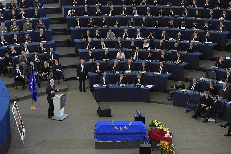 Former US President Bill Clinton (L) delivers a speech during a ceremony for late German Chancellor Helmut Kohl at the European Parliament in Strasbourg, eastern France, on July 1, 2017. (AFP Photo)
