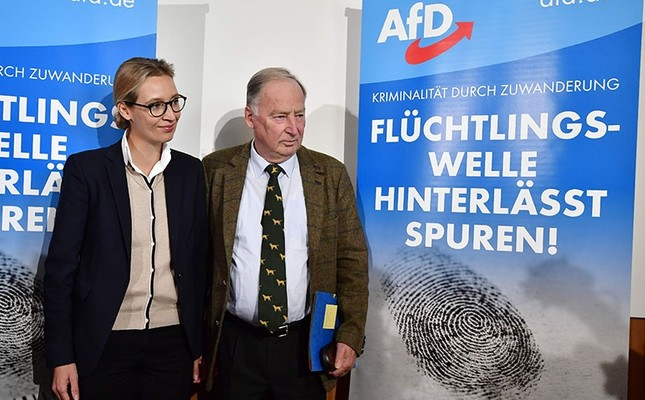 The leading candidates of the anti-immigration and Islamophobic party AfD (Alternative für Deutschland), Alexander Gauland and Alice Weidel, pose ahead of a press conference about immigration and Islam on September 18, 2017 in Berlin  (AFP Photo)