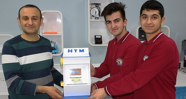 Turkish high school students develop device to clean bacteria off money