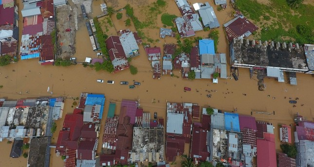 Image result for Indonesia: 17 people were killed, thousands of displaced people