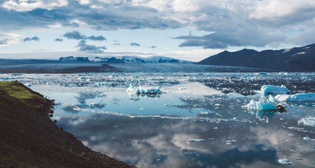 The increase of carbon dioxide in the atmosphere is causing icebergs to melt in Iceland.
