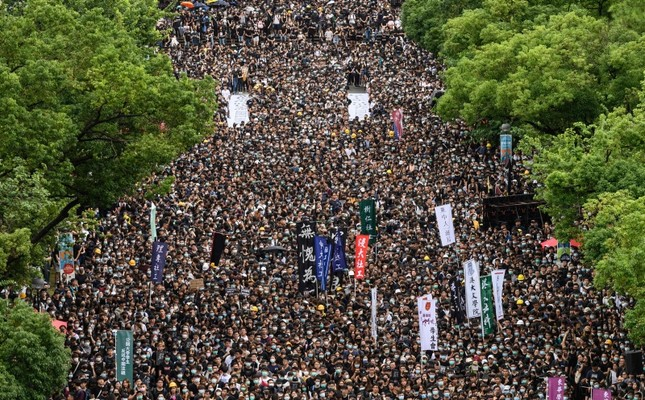 Thousands of students gather during a strike on the first day of school at the Chinese University in Hong Kong, on Monday, Sept. 2, 2019. (AFP Photo)