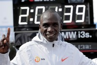 Kenyan Eliud Kipchoge sets new marathon world record