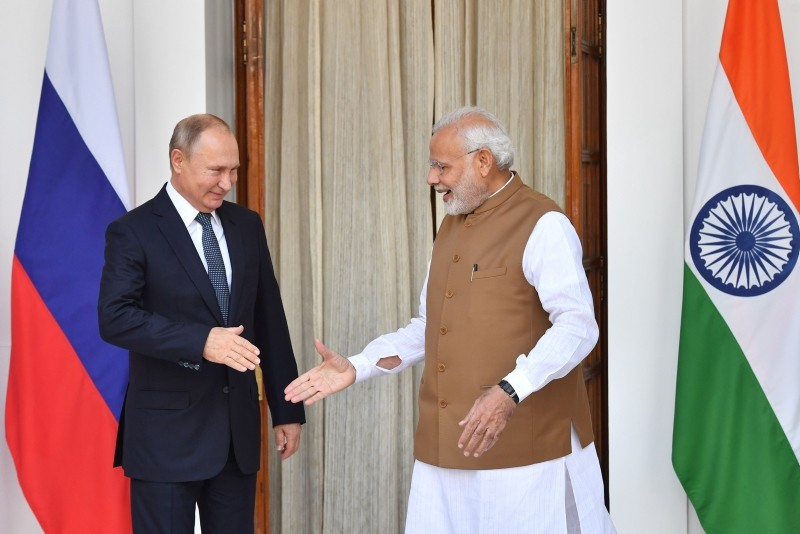 Indian Prime Minister Narendra Modi, right, welcomes Russian President Vladimir Putin prior to their meeting at Hyderabad House in New Delhi, India, Oct. 5, 2018. (EPA Photo)