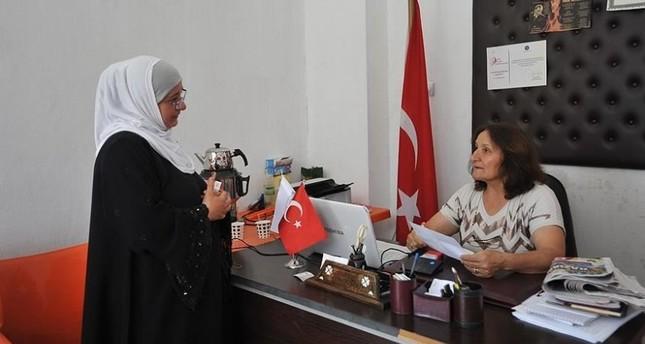 مختارة تركية تتعلم 3 لغات لتقدم خدمة أفضل لسكان حيها