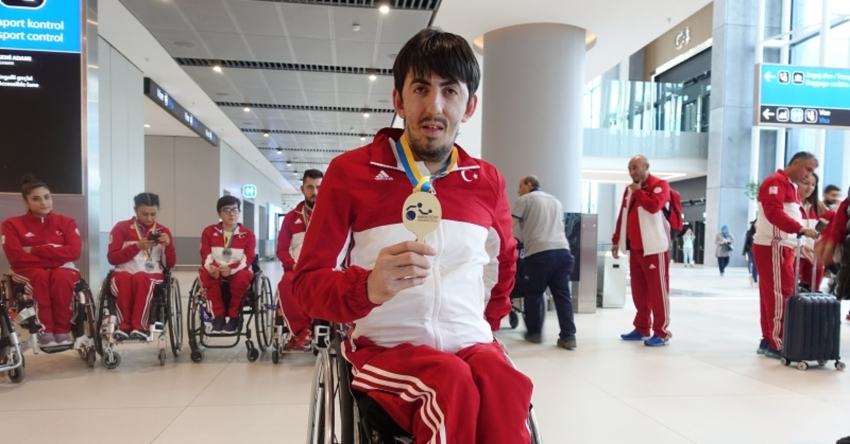 Turkish paralympic athlete Abdullah u00d6ztu00fcrk pictured at the Istanbul Airport  (AA Photo)