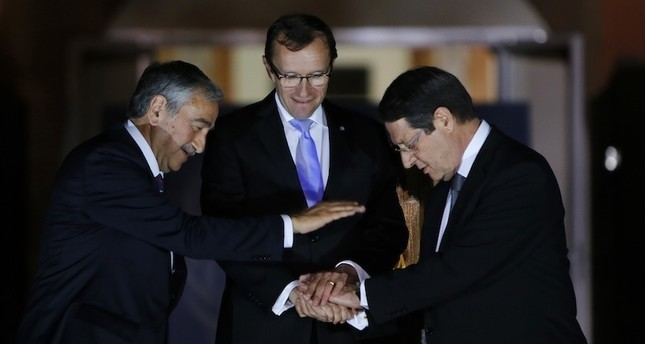 Turkish Cypriot President Mustafa Akıncı (L), UN envoy Espen Barth Eide (C) and Greek Cypriot leader Nicos Anastasiades. (AP Photo)