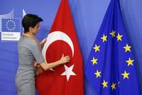 Einer neuen Umfrage zufolge ist die Haltung der Mehrheit der Türken gegenüber den türkischen EU-Betrittsgesprächen von Gleichgültigkeit geprägt. Grund dafür sollen auch die aktuellen angespannten...