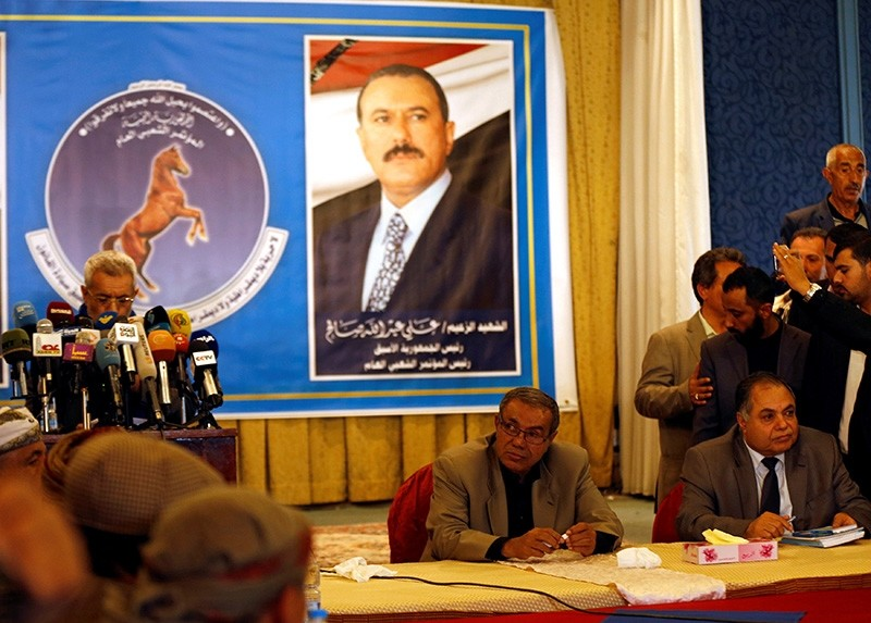 Sadeq Amin Abou Rass (2nd R) who was picked to succeed Yemen's slain former president Ali Abdullah Saleh as a leader of the General People's Congress party, attends a meeting of the party's leadership in Sanaa, Yemen Jan. 7, 2018. (Reuters Photo)