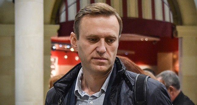 Russian opposition leader Alexei Navalny looks on at the Domodedovo airport hall shortly after being released in Moscow on October 22, 2017. (AFP Photo)