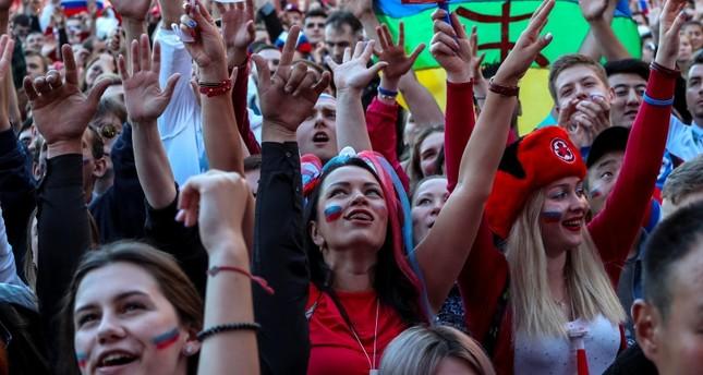 فيفا يطالب الإعلام بالتوقف عن بث صور الحسناوات في مباريات المونديال
