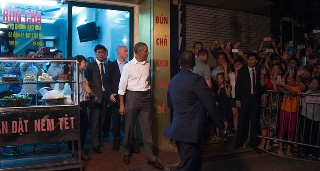 Obama genießt 6-Dollar-Dinner in Straßenrestaurant in Hanoi