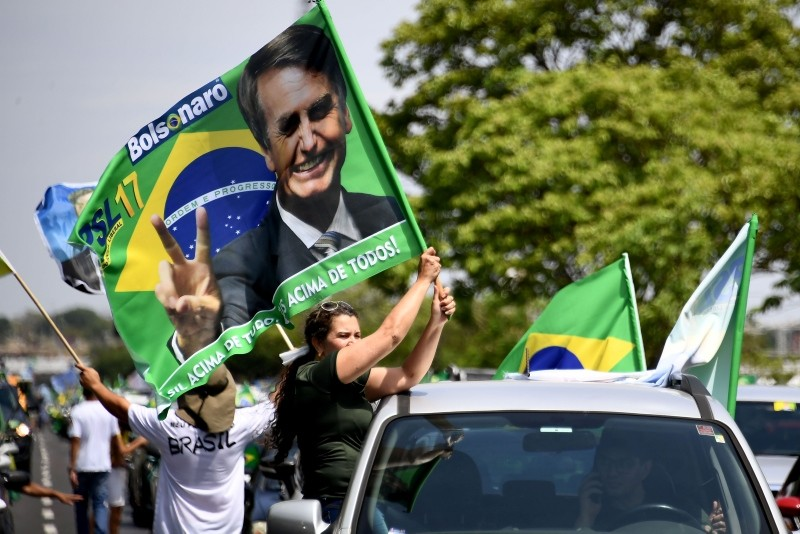 Supporters of Brazilu2019s far-right presidential candidate Jair Bolsonaro take part in a campaign rally in Brasilia, on October 6, 2018. (AFP Photo)