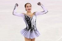 pРоссийские фигуристки Евгения Медведева и Алина Загитова подряд установили два мировых рекорда и заслуженно заняли первые два места в короткой программе на Олимпийских играх-2018 в...