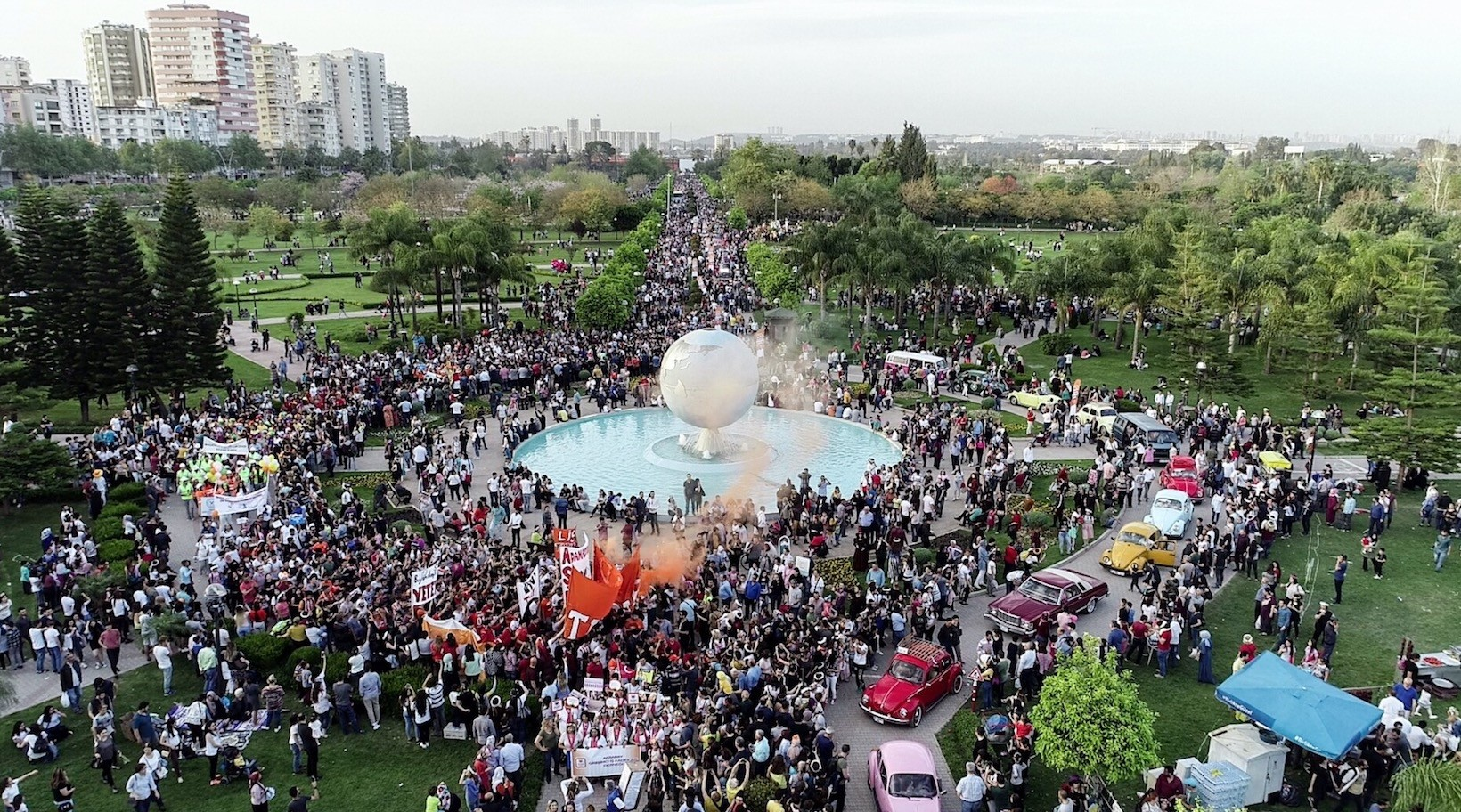 The sixth the Orange Blossom Carnival closed with the attendance of thousands in the main square of the city of Adana.