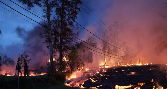 Lava from a Kilauea volcano fissure advances up a residential street in Leilani Estates, on Hawaii's Big Island (AFP Photo)
