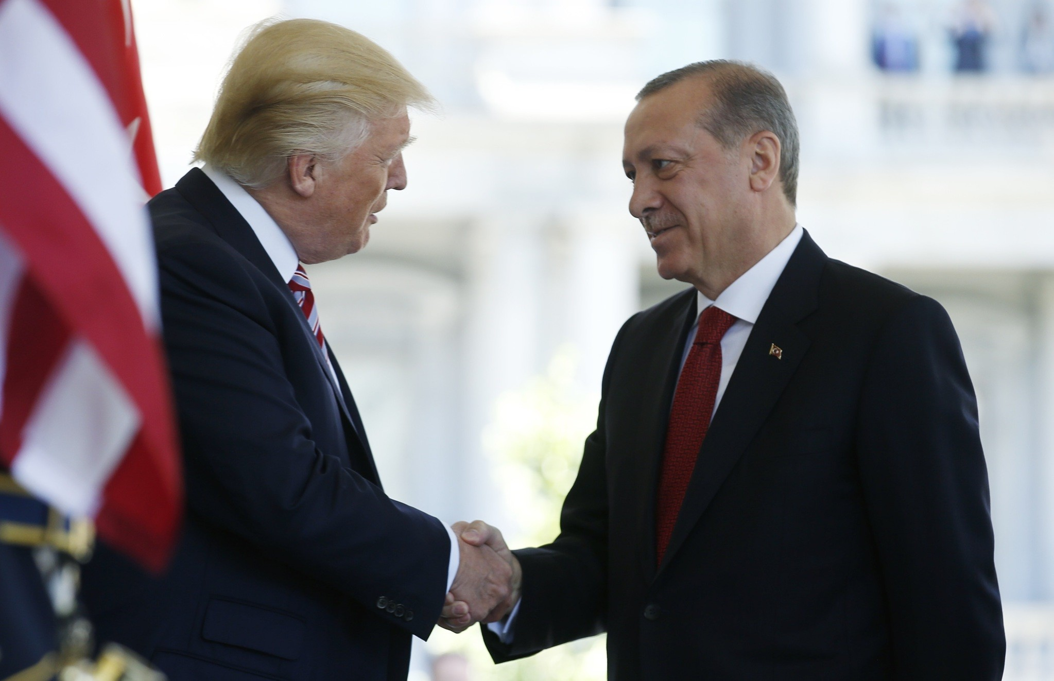 US President Donald Trump welcomes President Recep Tayyip Erdou011fan as he arrives for meetings at the White House in Washington, DC, May 16, 2017. (REUTERS Photo)