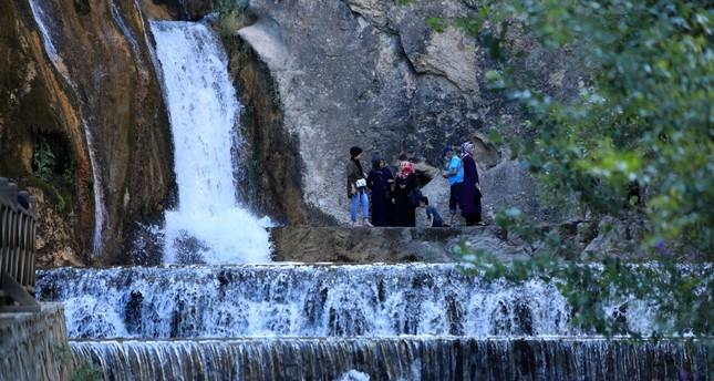 شلال كونبنار يستقبل الهاربين من ضوضاء المدن للتمتع بجمال الطبيعة