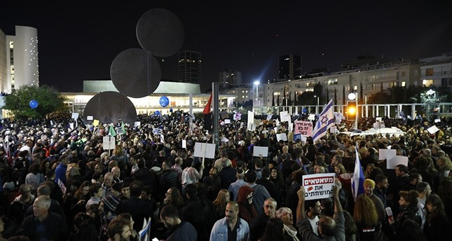 Thousands of Israelis call on Netanyahu to resign