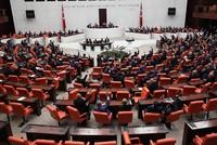 Das türkische Parlament hat am Samstag bei einer außerordentlichen Sitzung den Antrag bezüglich der Verlängerung des militärischen Mandats der Türkei für den Irak und Syrien um ein Jahr...