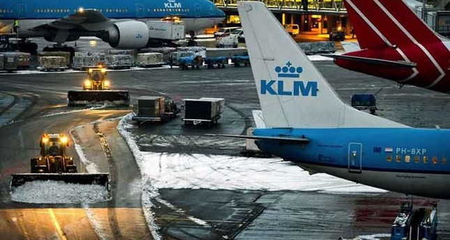 Amsterdam airport halts all flights due to storm