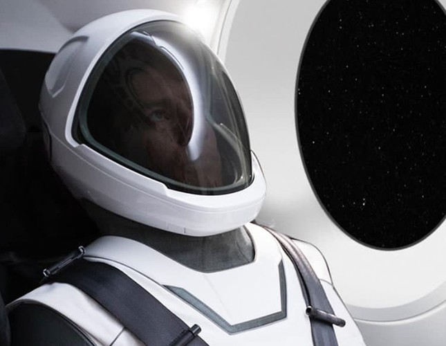 SpaceX unveils firm's futuristic new spacesuit