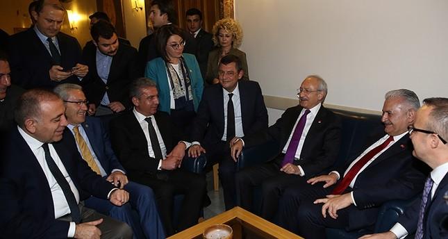 رئيس الوزراء التركي يلتقي قليتشدار أوغلو خلال زيارته للبرلمان