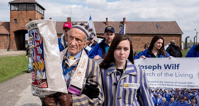 Former prisoner Edward Mosberg (L) and his granddaughter Jordana Karger (R) participate in the 26th ' March of the Living ' at the former Nazi concentration death camp Auschwitz II Birkenau in Oswiecim, Poland, 24 April 2017. (EPA Photo)