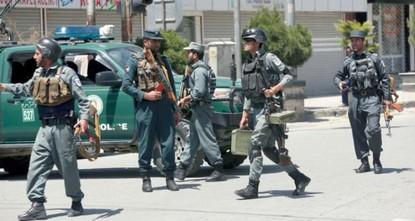 مقتل 7 من الشرطة الأفغانية بينهم مسؤول في هجوم وسط البلاد
