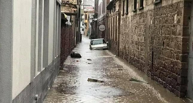 A flooded street in Ayvalık, Balıkesir.