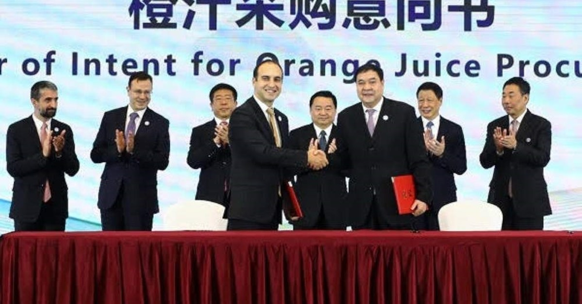 Officials from Turkish fruit juice producer D?MES and China Eastern Airlines signed a 5-year cooperation agreement to offer D?MES' juices in business class, Shanghai, Nov. 11, 2019.