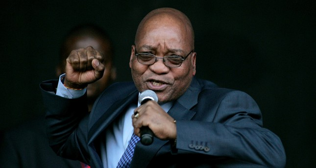 Jacob Zuma, leader of South Africa's ruling African National Congress (ANC), sings for his supporters at the Pietermaritzburg high court outside Durban August 4, 2008. (REUTERS Photo)