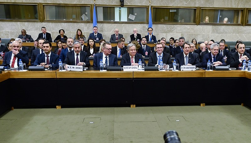 Turkish Cypriot President Aku0131ncu0131, third from left, UN Secretary-General Guterres, center, and Greek Cypriot leader Anastasiades, fourth from right, attend the Cyprus peace talks (AP Photo)
